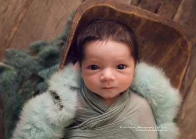 Awake-newborn-boy-big-eyes-photography