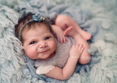 Cute-awake-newborn-photography