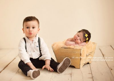 Cute-brother-sister-newborn-image