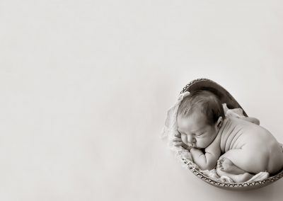 black-and-white-newborn-photography-photo